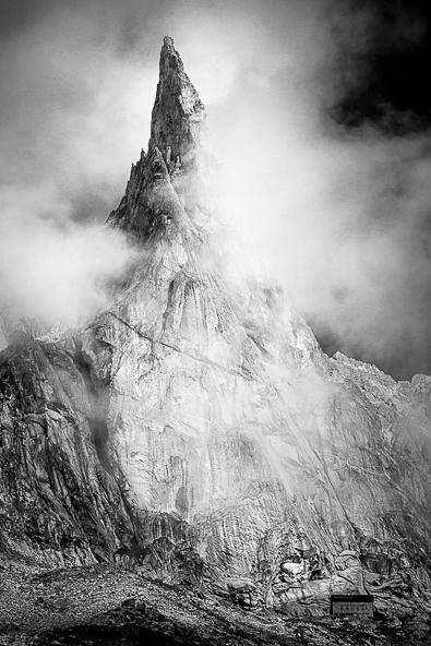 L'Aiguille Dibona dans les nuages de Jérôme Obiols